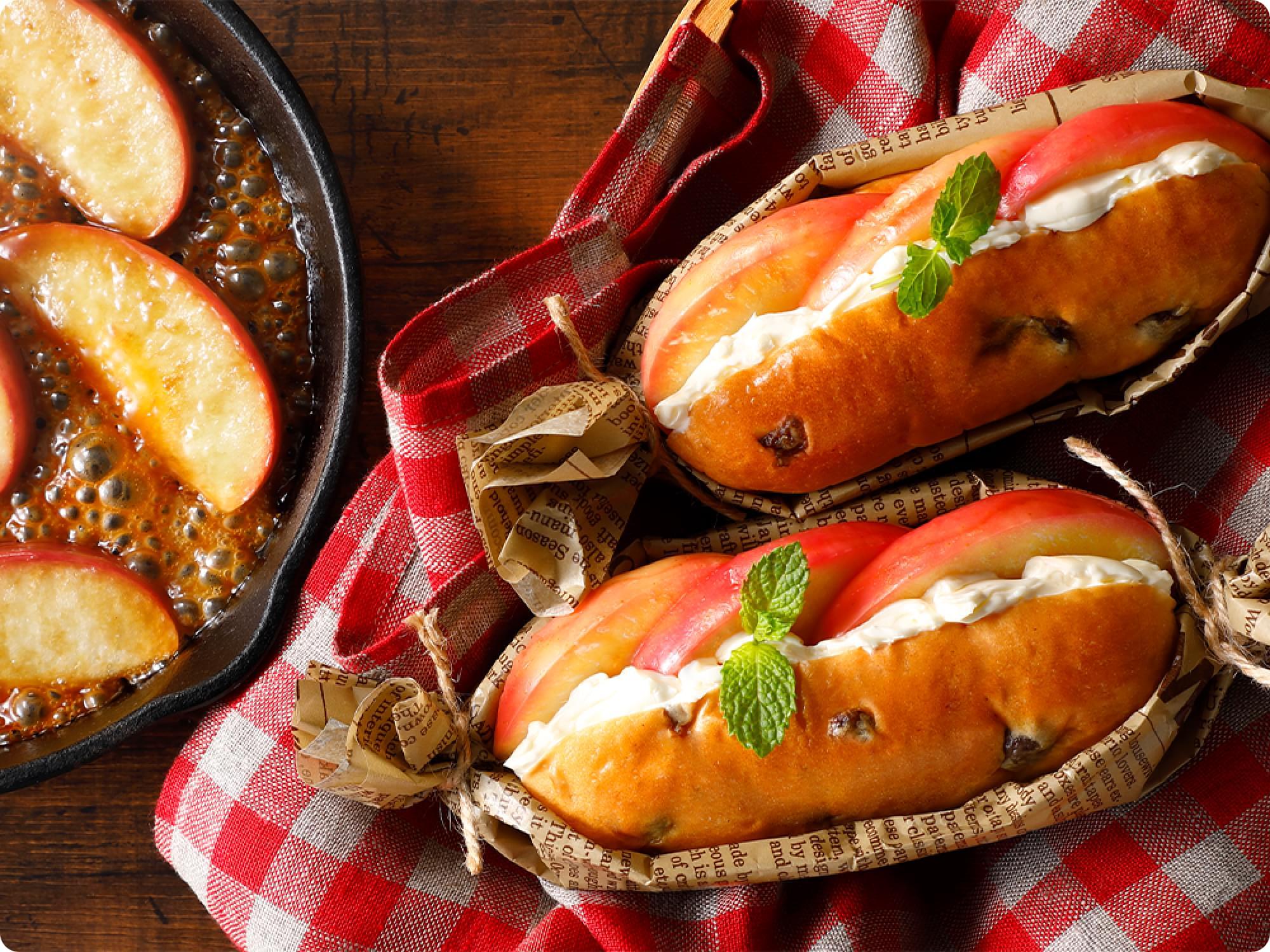 焼きりんごとクリームチーズのレーズンロールサンド