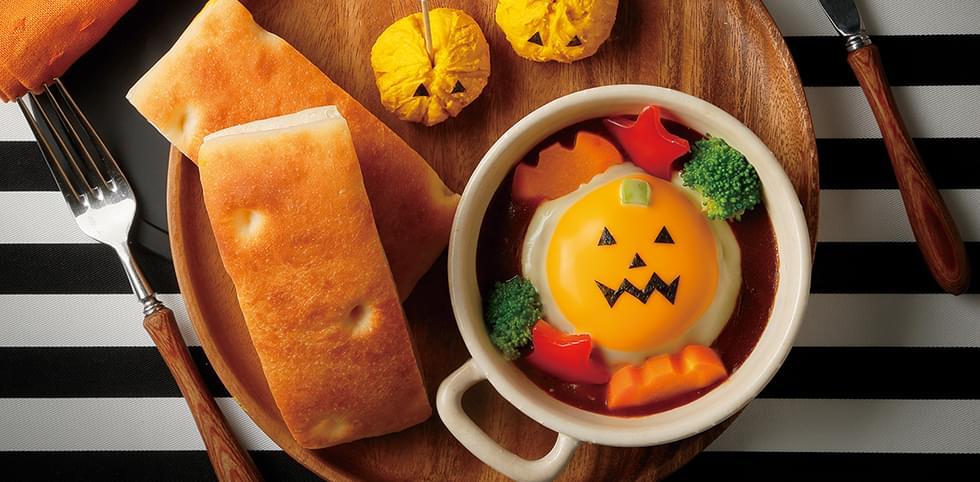 チーズオンハンバーグとフォカッチャ~茶巾かぼちゃサラダ添え~