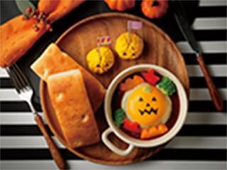 チーズオンハンバーグとフォカッチャ ~茶巾かぼちゃサラダ添え~